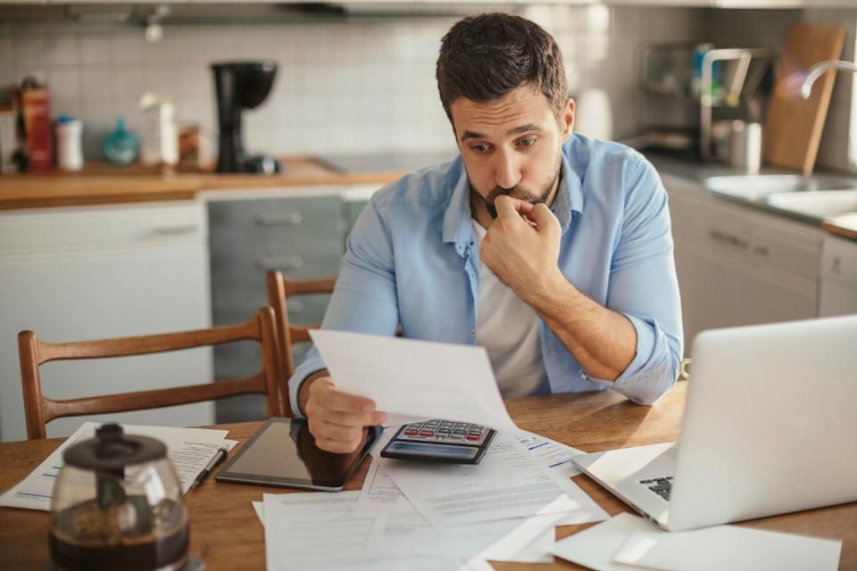 Here's How to Break the Cycle of Living Paycheck-to-Paycheck